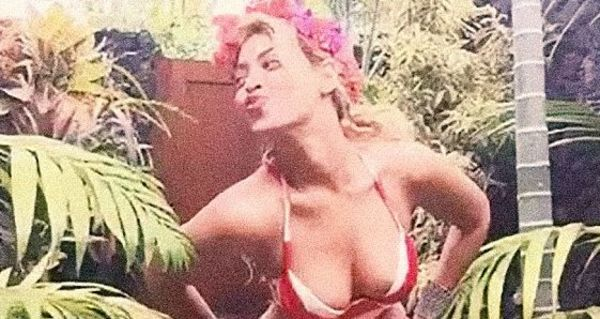 Beyonce Posted Some Pretty Sexy Pictures From Her Hawaiian Vacation With Jay Z