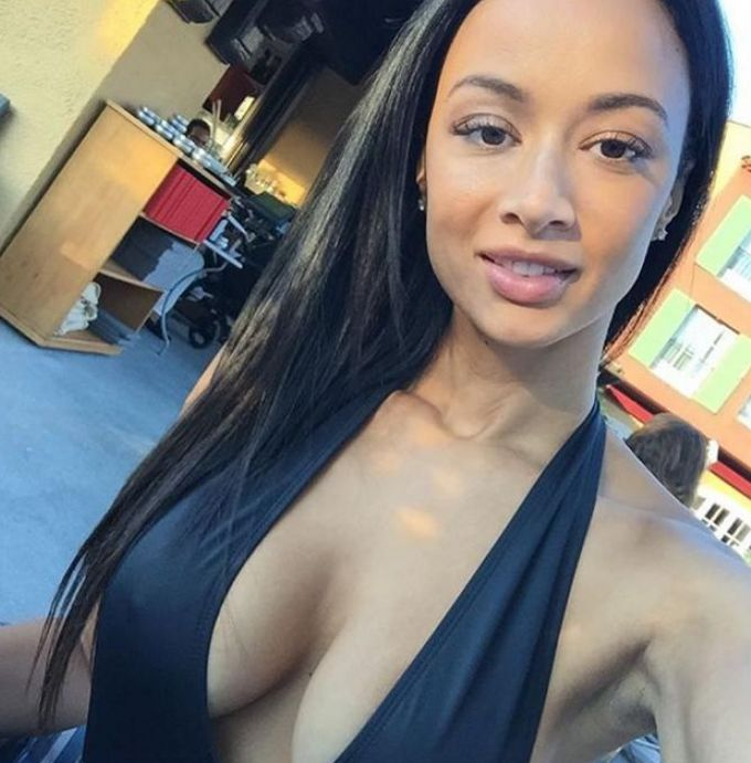 DRaya boobs 4