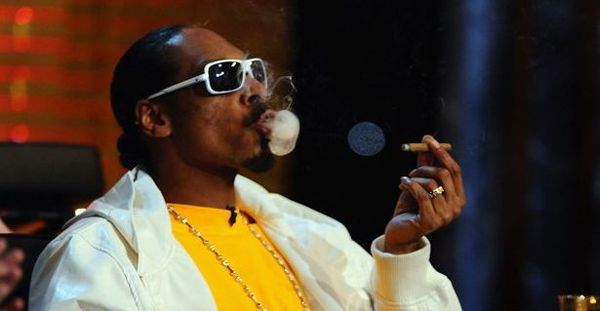 Watch Snoop Dogg Smoke A Blunt In Front Of The White House
