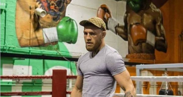 Conor McGregor Mocks Floyd Mayweather With Gym Painting [PHOTO]
