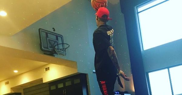 Chris Brown Figures Out A New Way To Flex Wealth On Instagram [PHOTO]