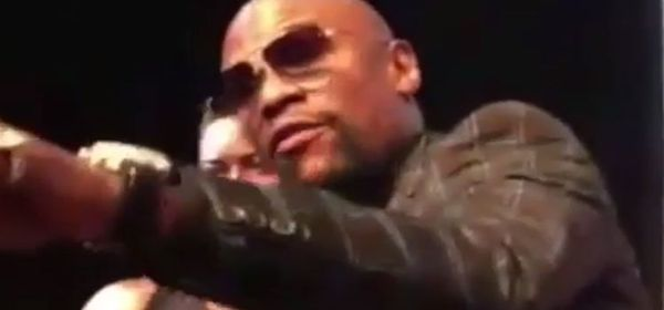 Floyd Mayweather Confronts Pro-McGregor Heckler [WATCH]