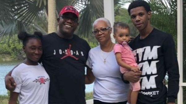 A Boogie Wit Da Hoodie Cops His Parents A New House