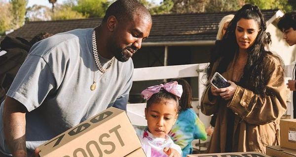Kanye West & Kim Kardashian Sell New Yeezys At Lemonade Stand
