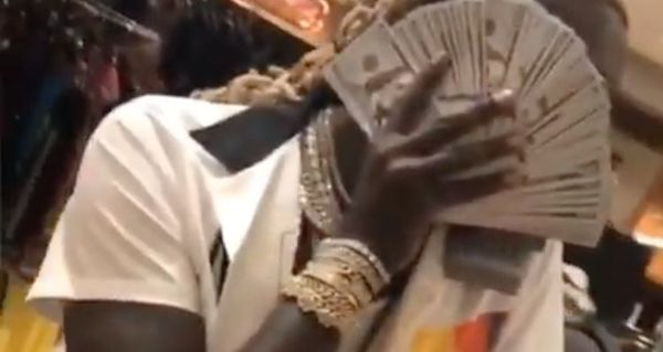 Young Thug Flaunts A Lot Of Money & Jewels On Instagram
