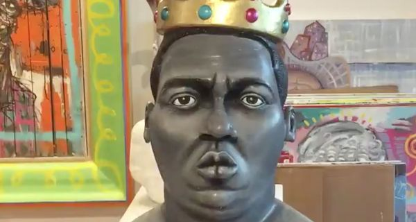 "Biggie's ""King Of NY"" Crown Sells For A Ton"