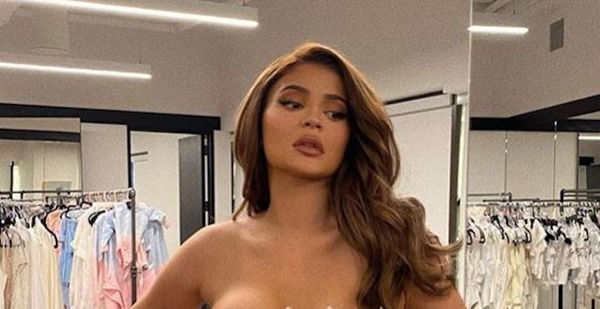 Kylie Jenner Thirst Trap Gets Everyone To Register To Vote [PHOTOS]